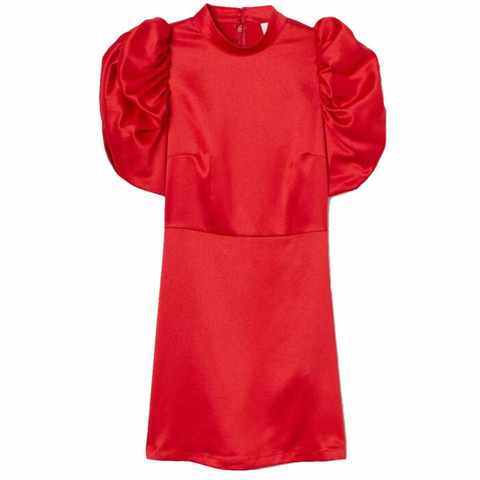 Röd satinklänning med puffärm från H&M