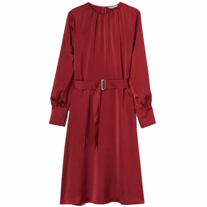 röd satinklänning med skärp från H&M