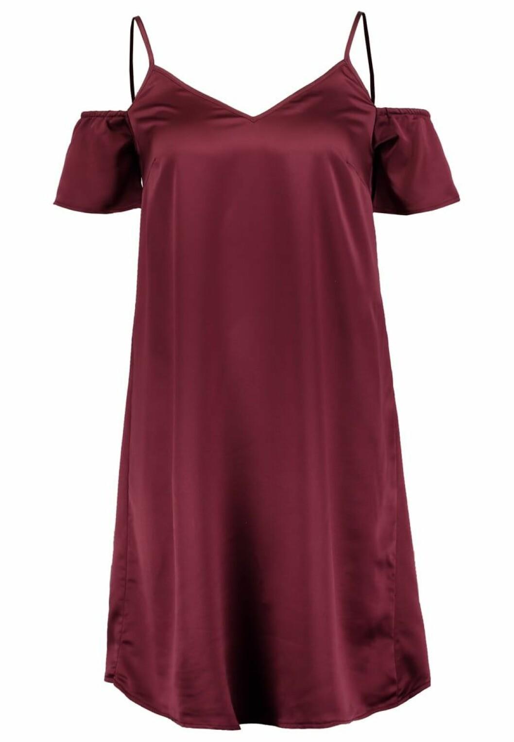 röd sidenklänning