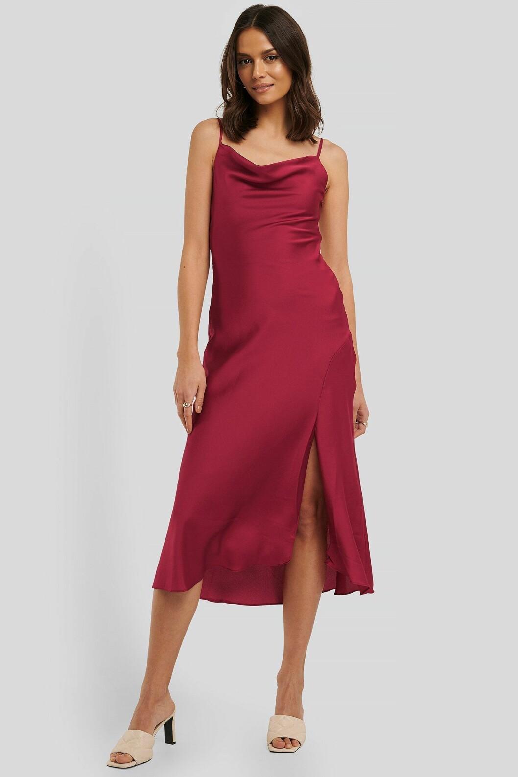 Röd slipklänning i satin för dam till 2020