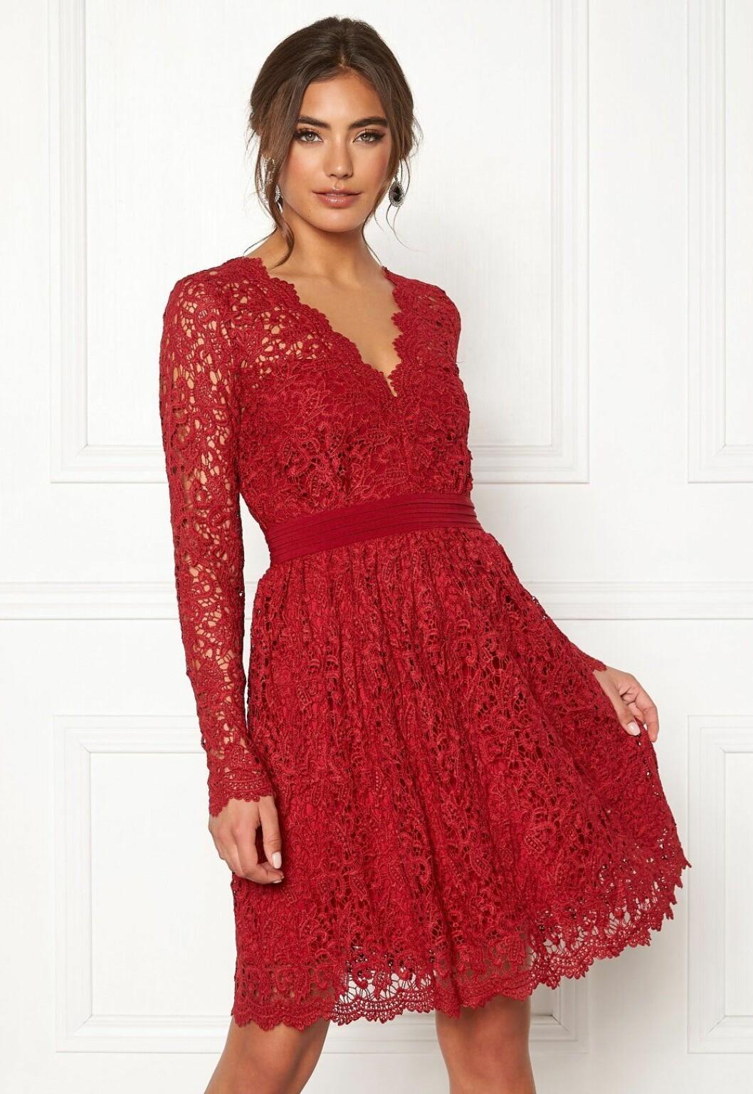 Röd spetsklänning till julafton för dam