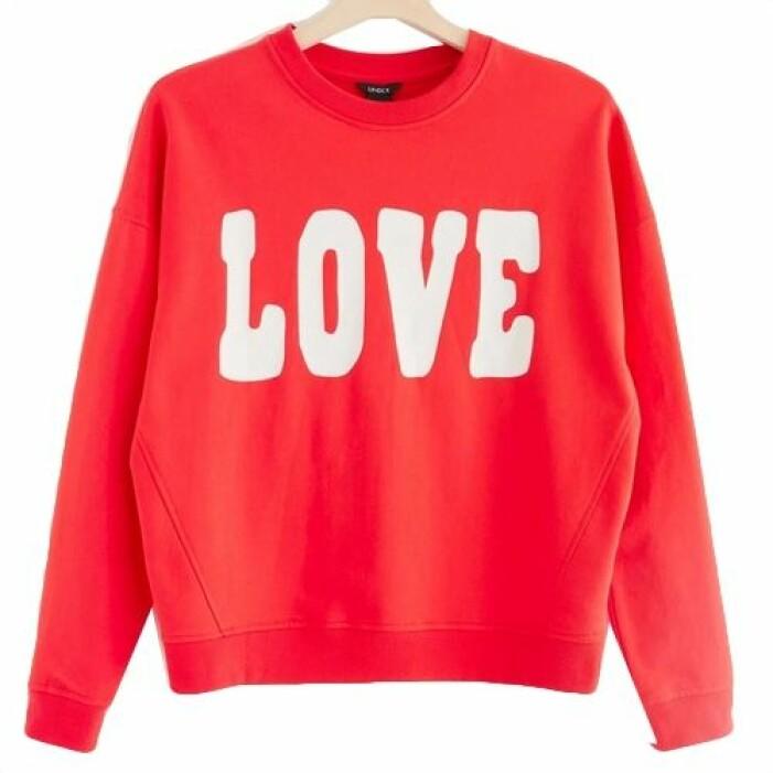 Röd sweatshirt med tryck från Lindex.