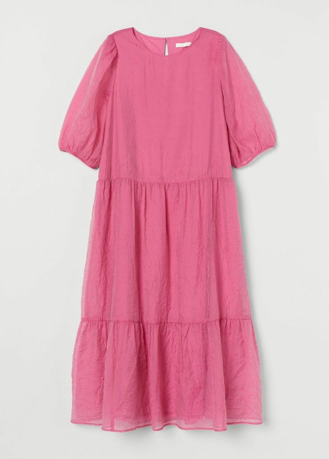 Rosa klänning med puffärm