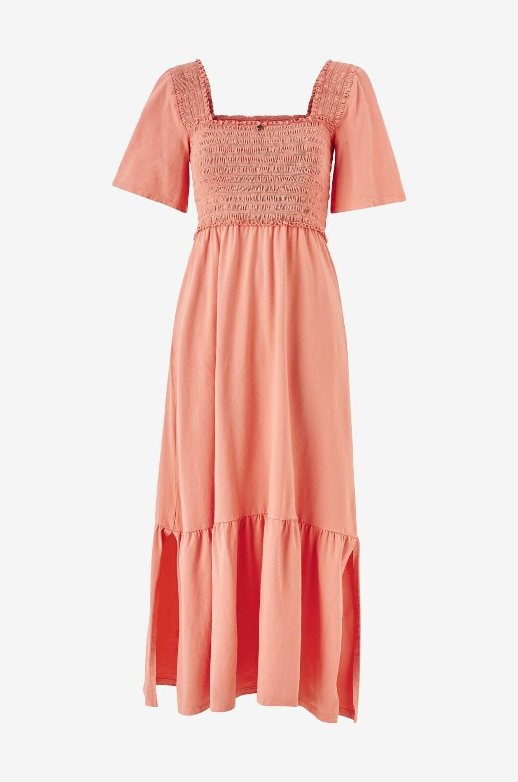 Rosa klänning med smock och volanger till 2020