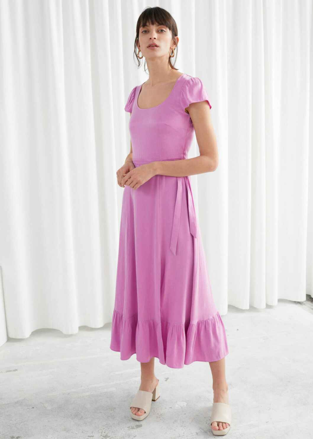 Rosa klänning med volanger för dam till 2020