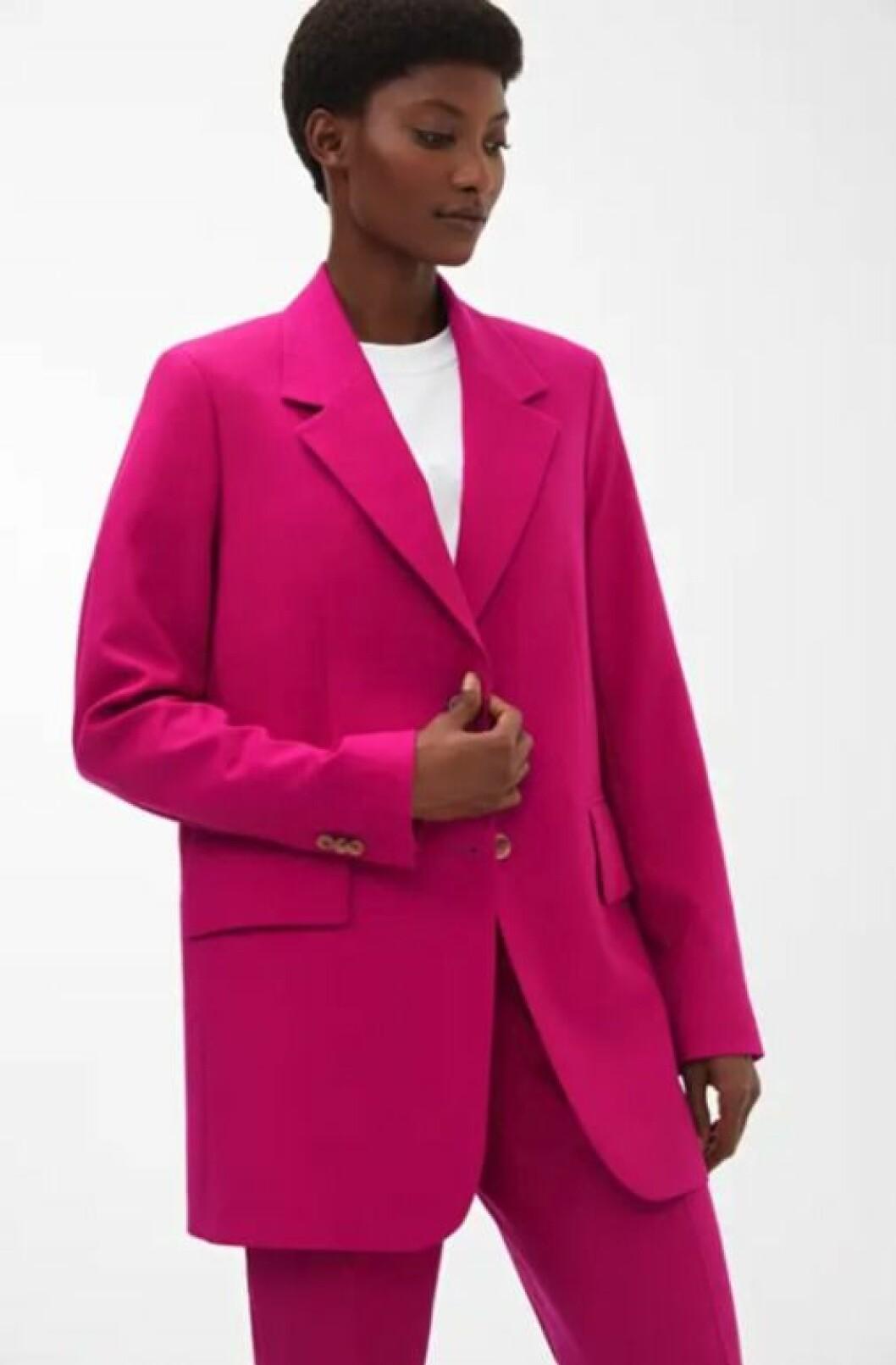 Rosa kostym med lång kavaj för dam till 2019