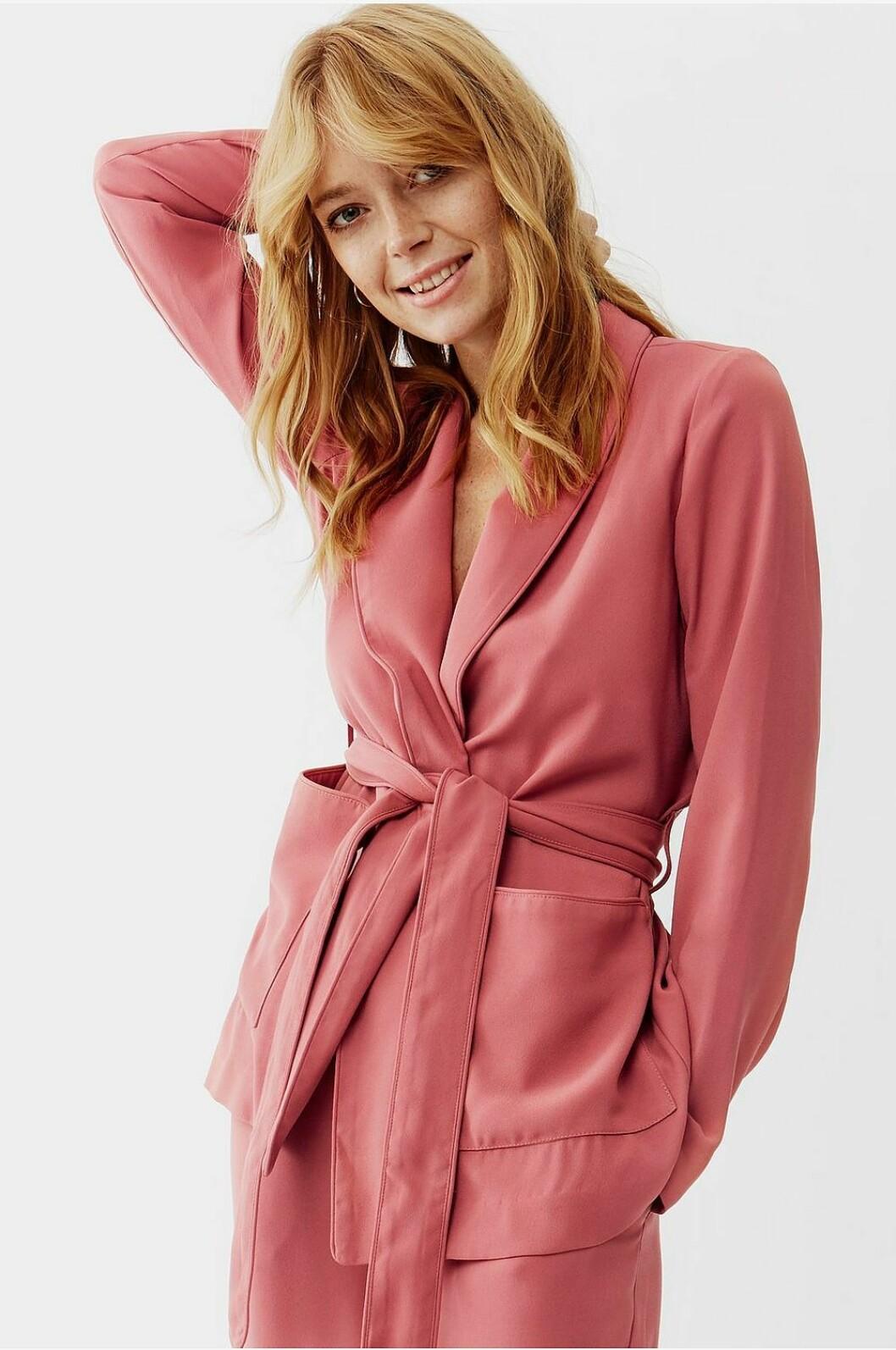 Rosa kostym för dam till festen 2019