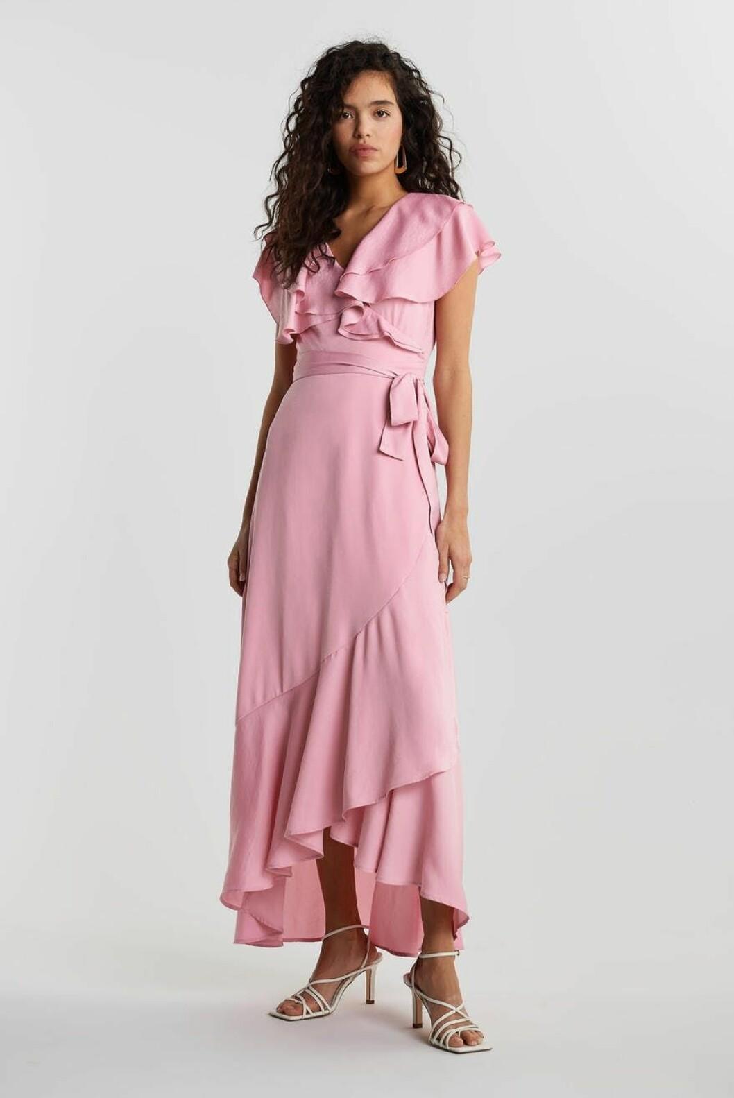 Rosa långklänning med volanger för dam till 2020