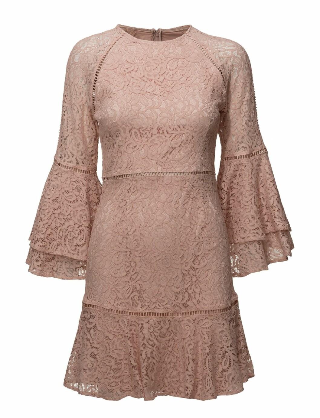 Rosa spetsklänning till nyår