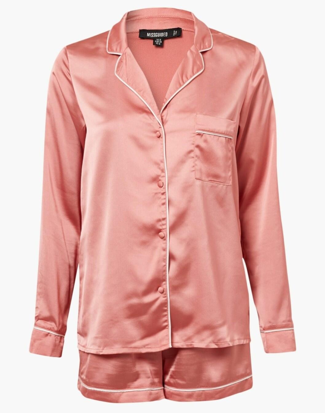Rosa pyjamas med skjorta och shorts
