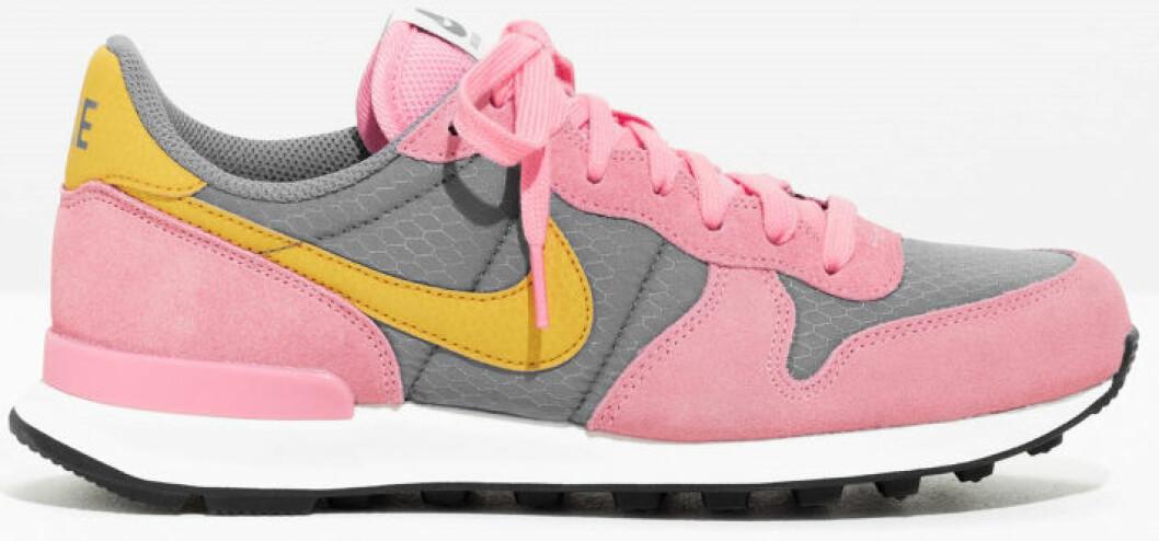 rosa sneakers nike