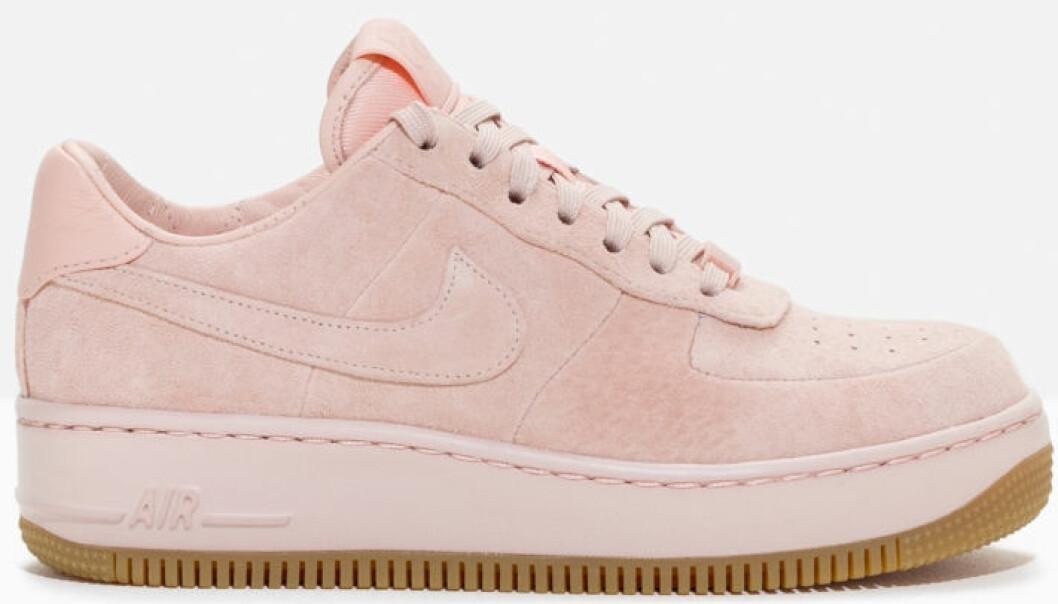rosa sneakers nike mocka