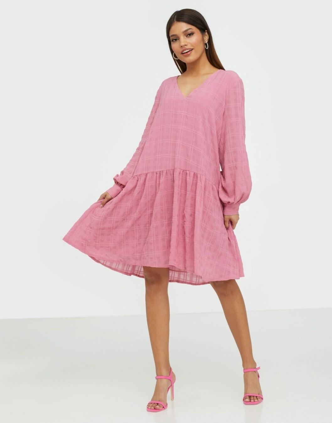 Rosa volangklänning för dam till 2020
