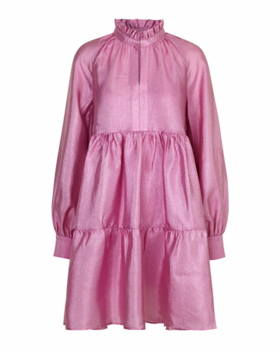 Rosa volangklänning med lång ärm till 2020