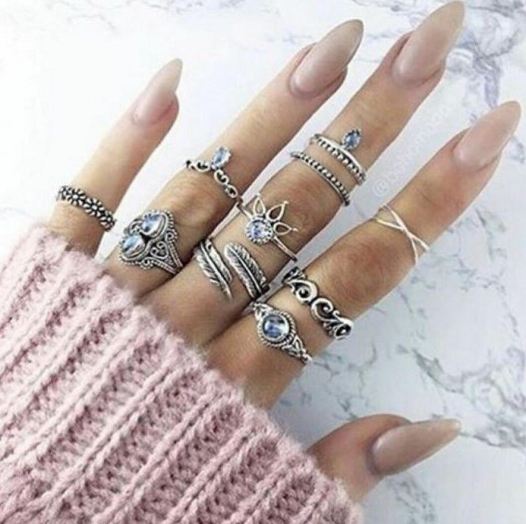 rosavitt langa naglar