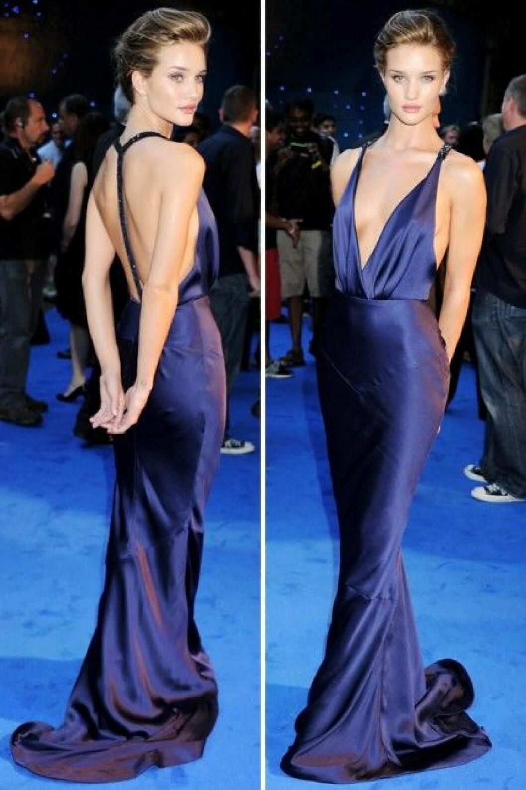 """Rosie i klänning från Burberry på premiären av """"Transformers"""" i London."""