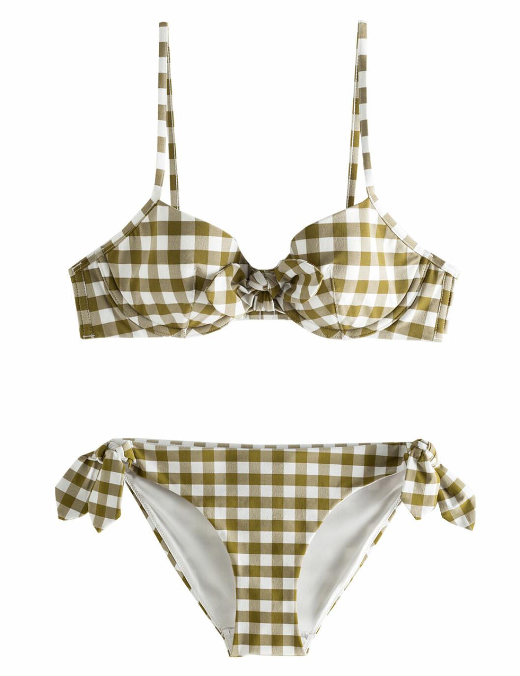 Rutig bikini med rosetter på rea till sommaren 2020