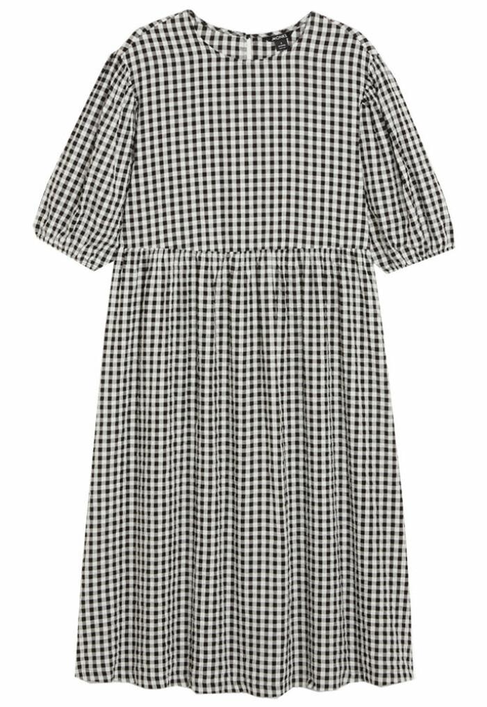 svartvit rutig klänning från monki
