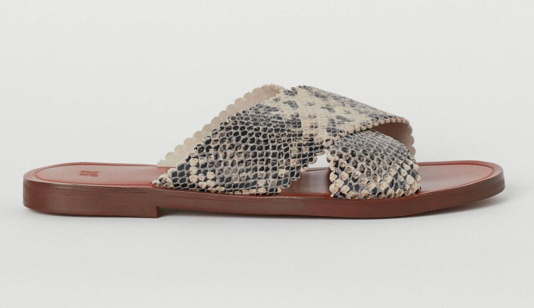 Ormskinnsmönstrade sandaler med remmar för 2019