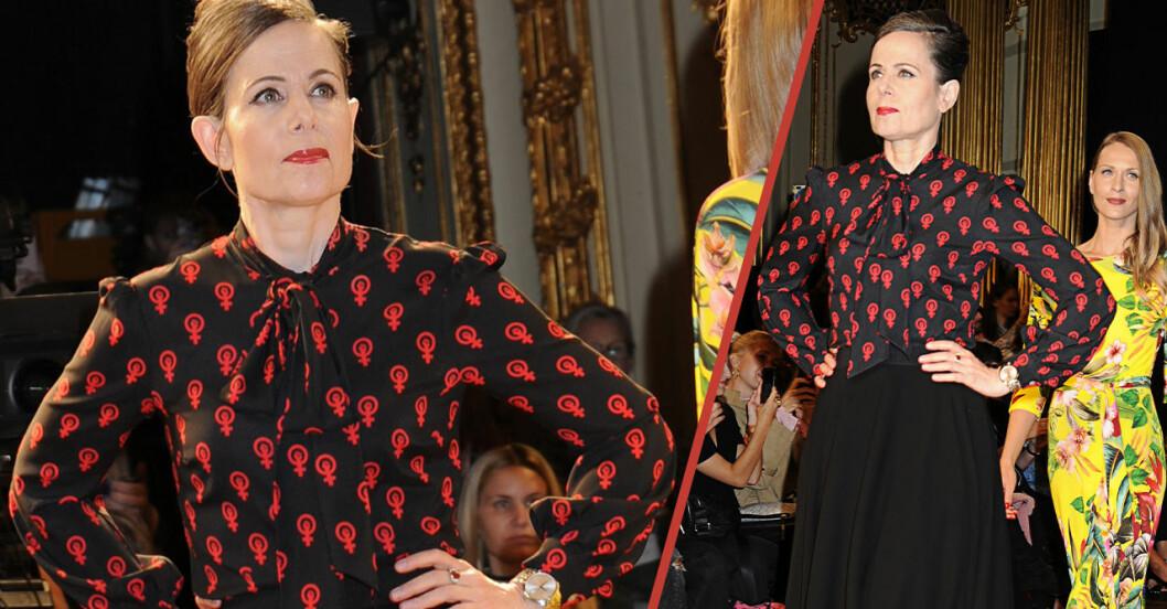 Sara Danius iklädd sin egen design, knytblusen med kvinnotecken på.