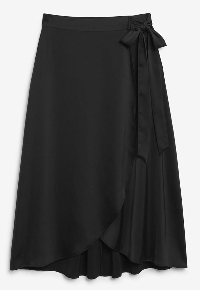 svart satinkjol