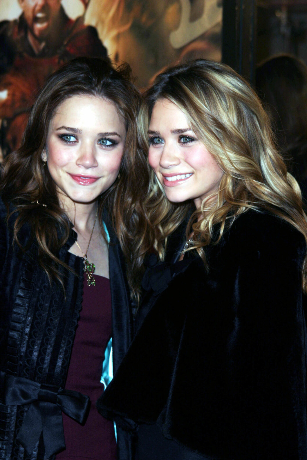 Mary-Kate och Ashley Olsen ler