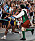 Vanderlei de Lima från Brasilien blir överfallen under OS-maraton i Aten 2004.