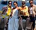 Elton John, Victoria Beckahm och Davin Beckham på en båt.
