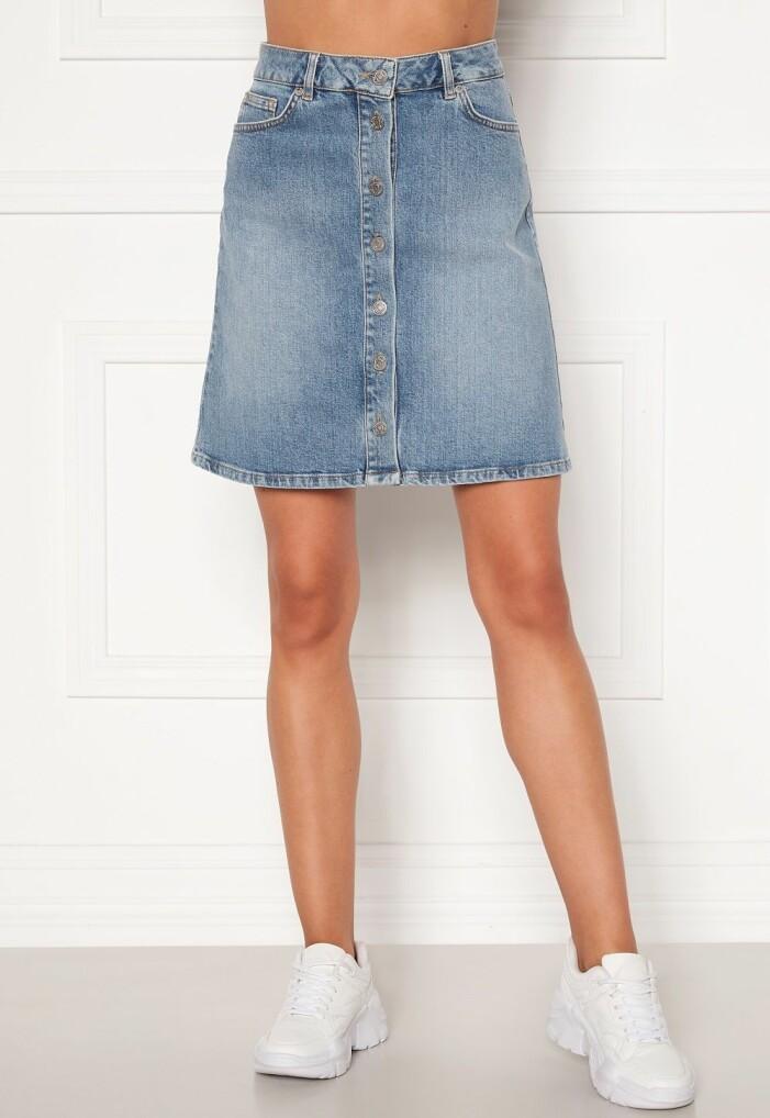 jeanskjol med knappar fram från Selected Femme