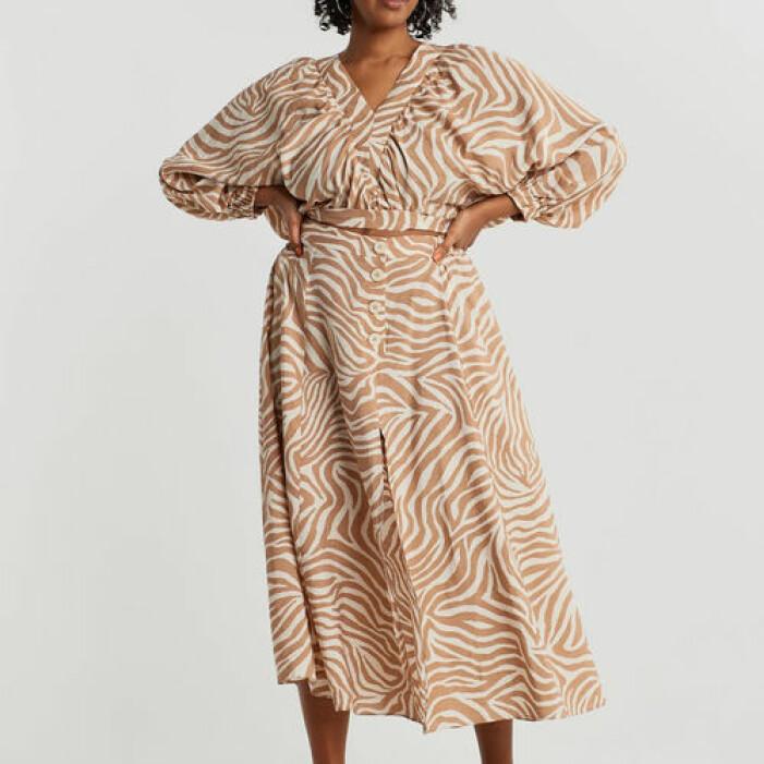 beige matchande set med kjol och blus