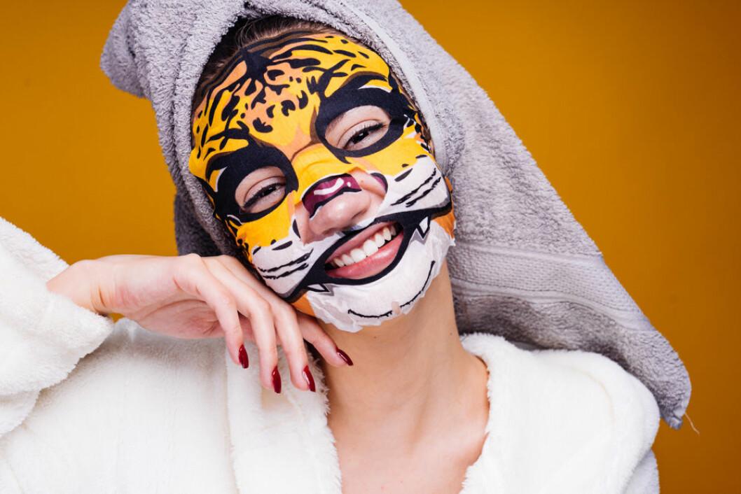 Sheet mask i form av en tiger.