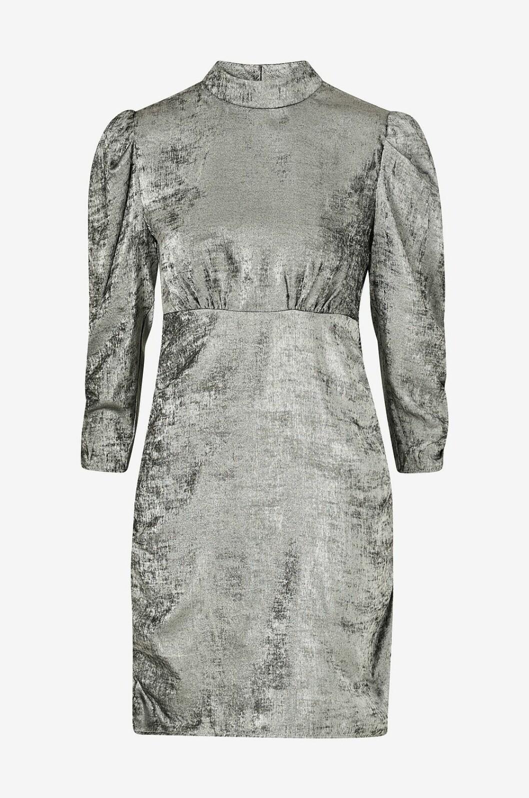Silverfärgad klänning med puffärm för dam