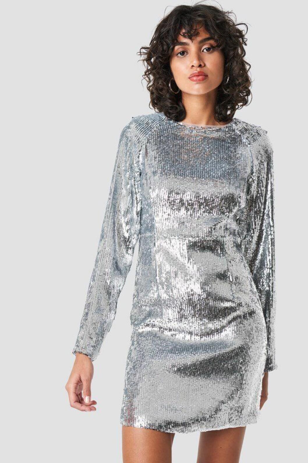 Silverfärgad paljettklänning med lång ärm för dam till 2019