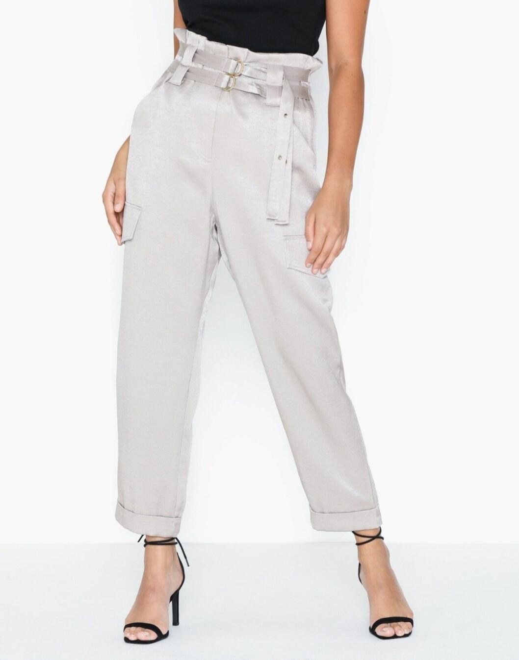 Silverfärgade byxor till kostym för dam