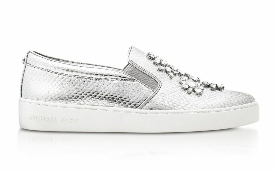 Silverfärgade sneakers från Michael Kors