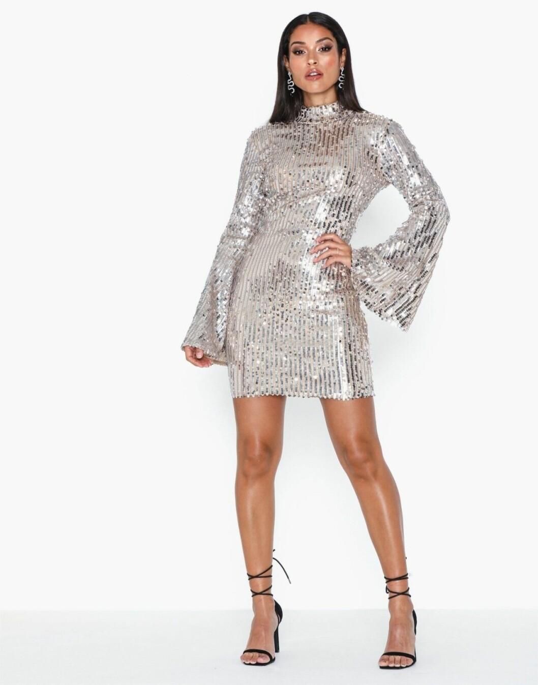 Silvrig paljettklänning med lång ärm för dam till 2019