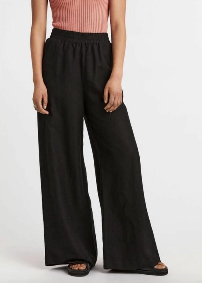 vida svarta byxor från Lindex