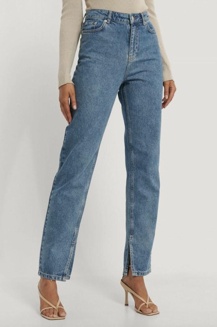 raka jeans med slits från na-kd