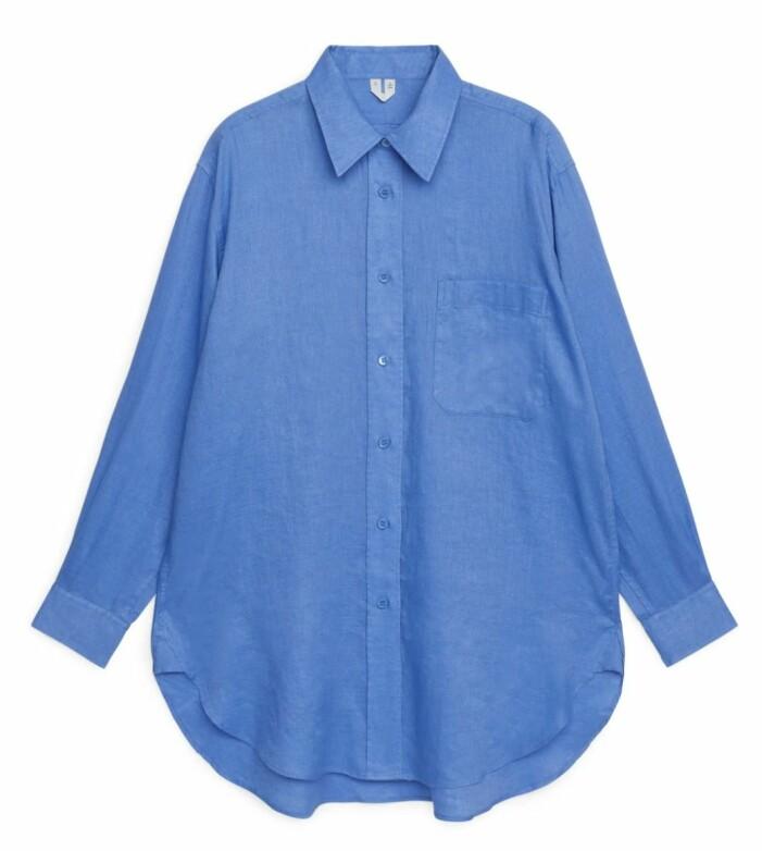 snygg blå linneskjorta från arket
