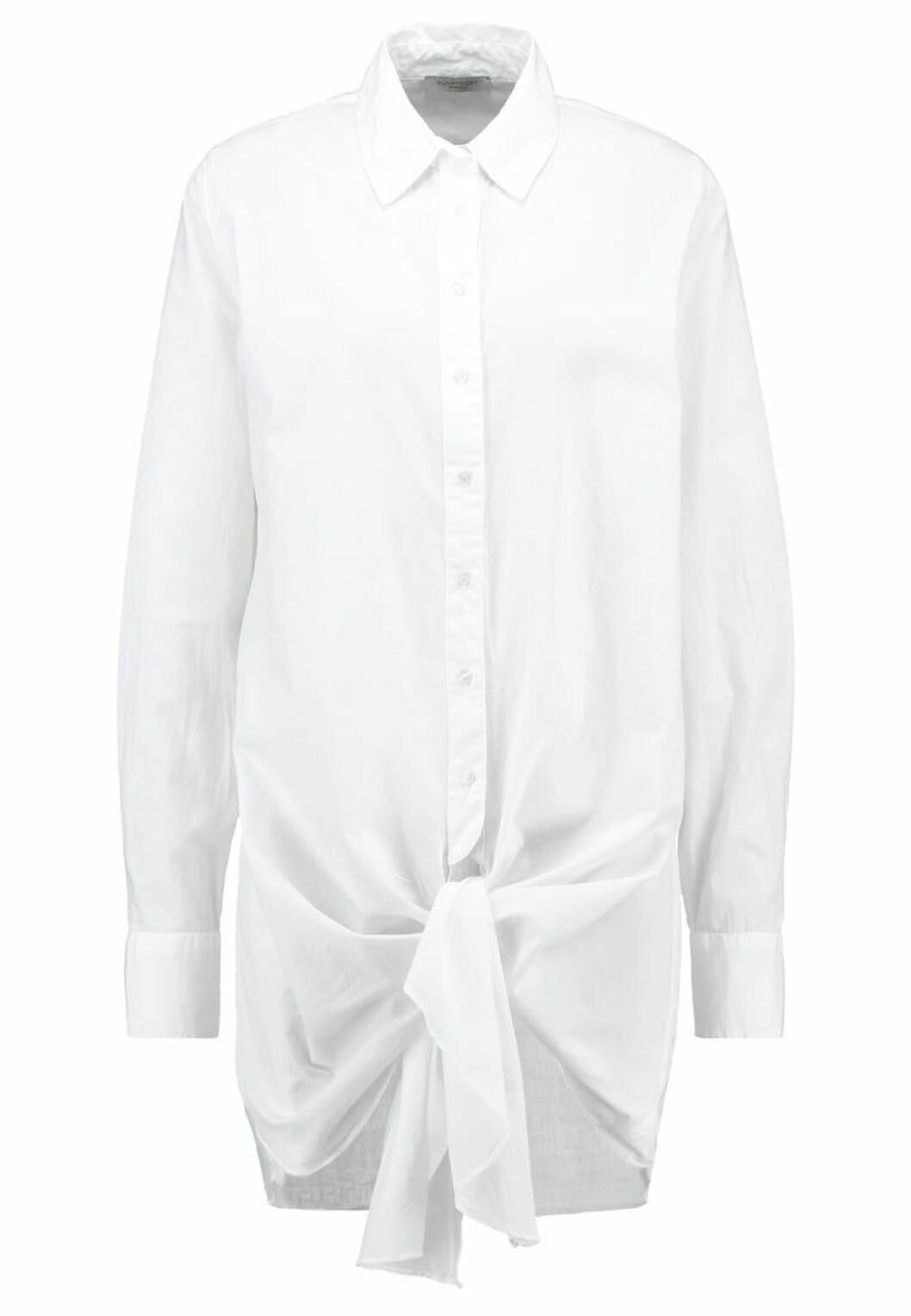skjorta knut framme