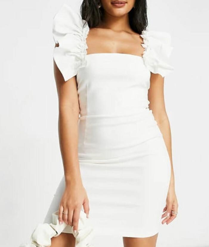 Vit klänning volang armar student