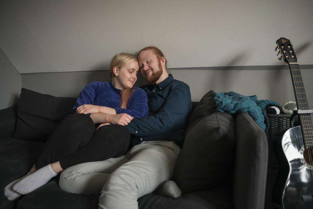 Med sin partner Thomas Neidenmark har Sofie Hagfalk Woss varit helt öppen med sin problematik.