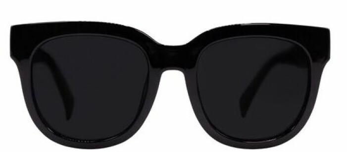 Svarta stora solglasögon med bra UV-skydd