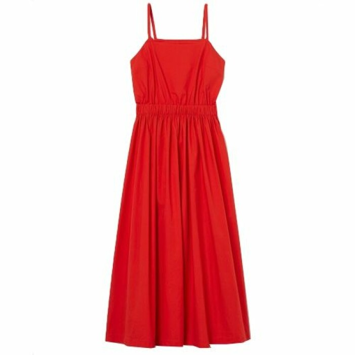 Röd klänning med snörning i ryggen