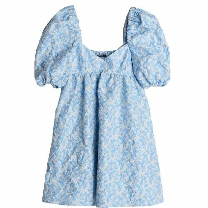 Blå sommarklänning puffärmar från Gina tricot