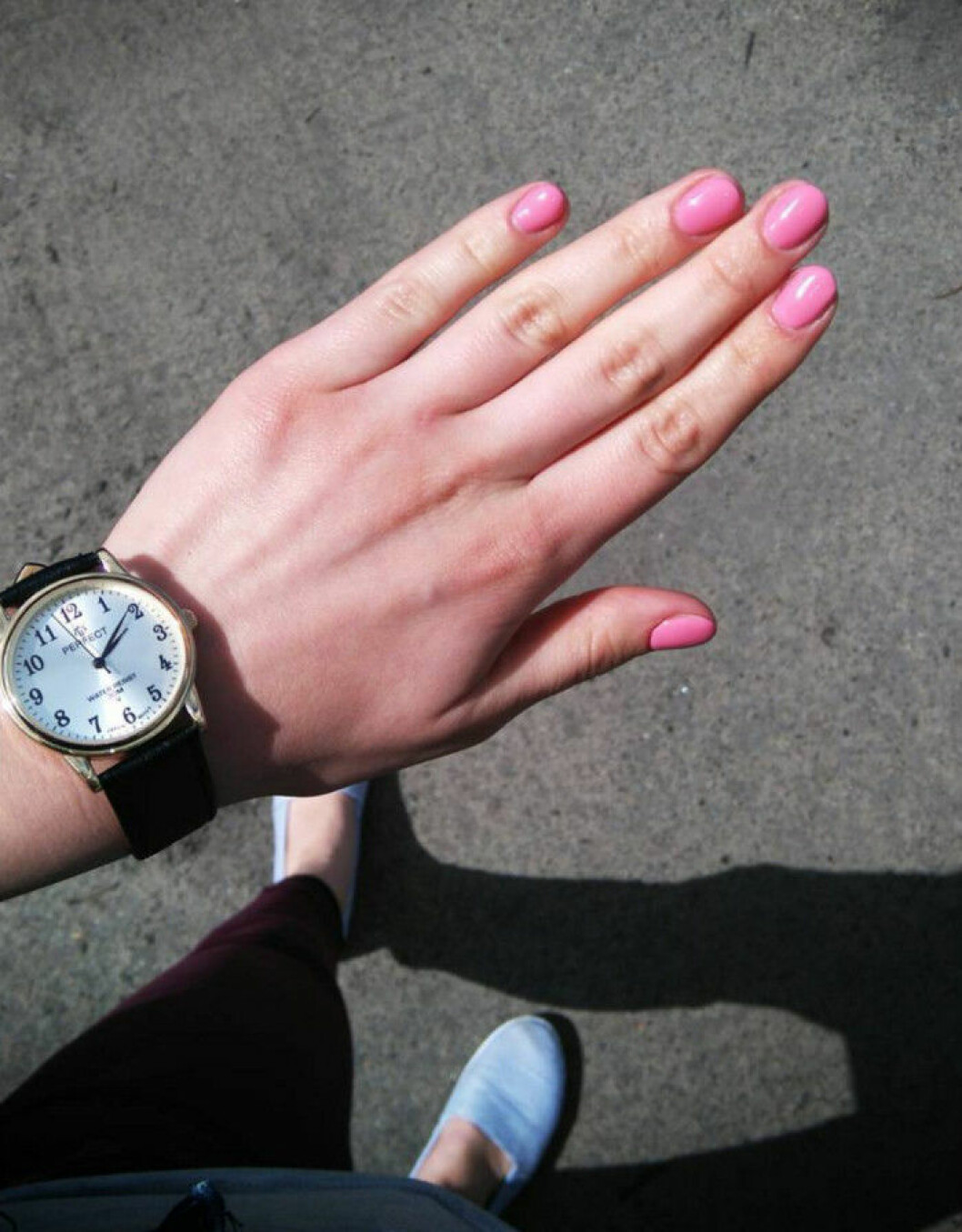 somrigt rosa naglar