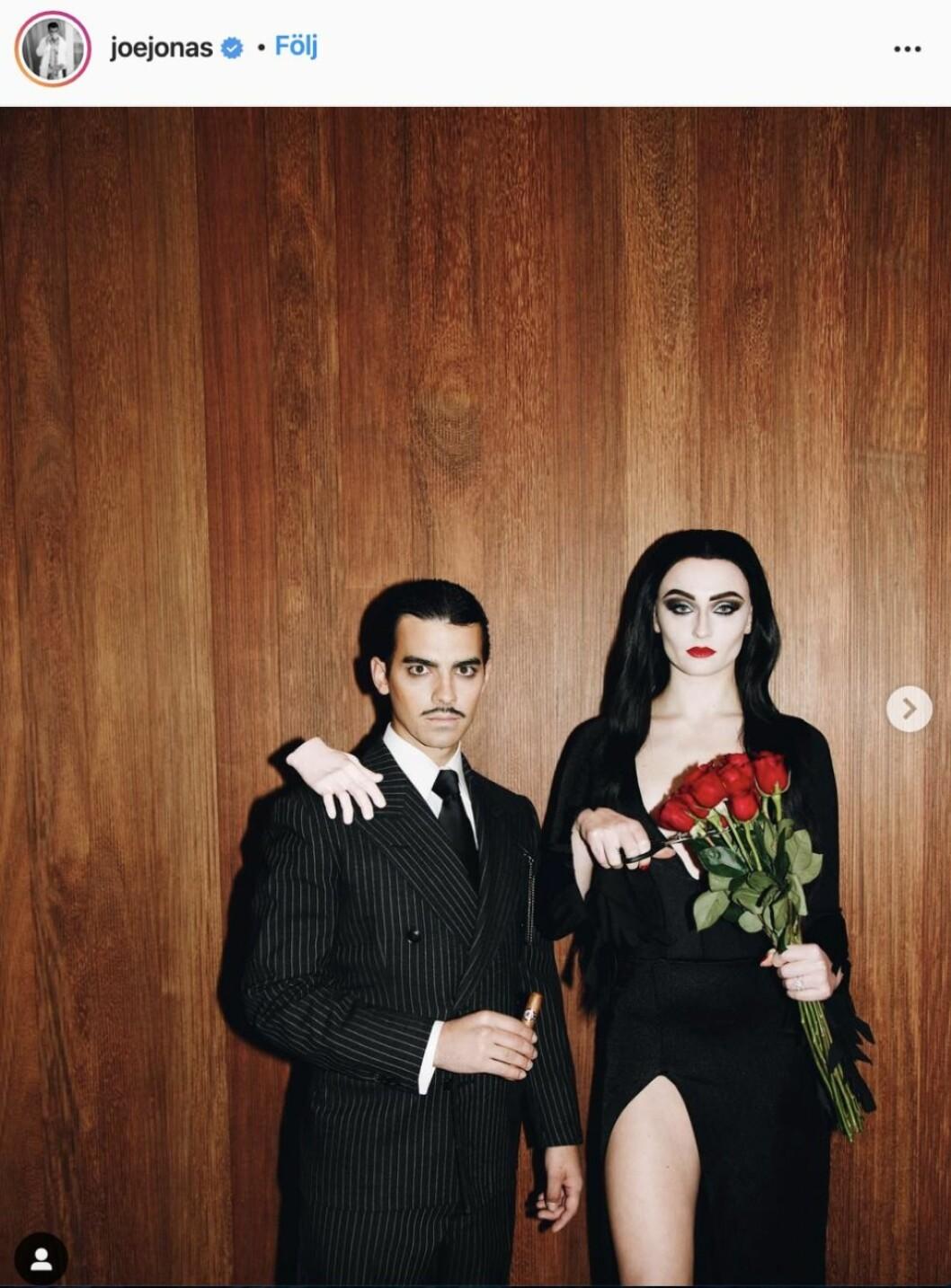 Joe Jonas och Sophie Turner som Morticia och Gomez Addams