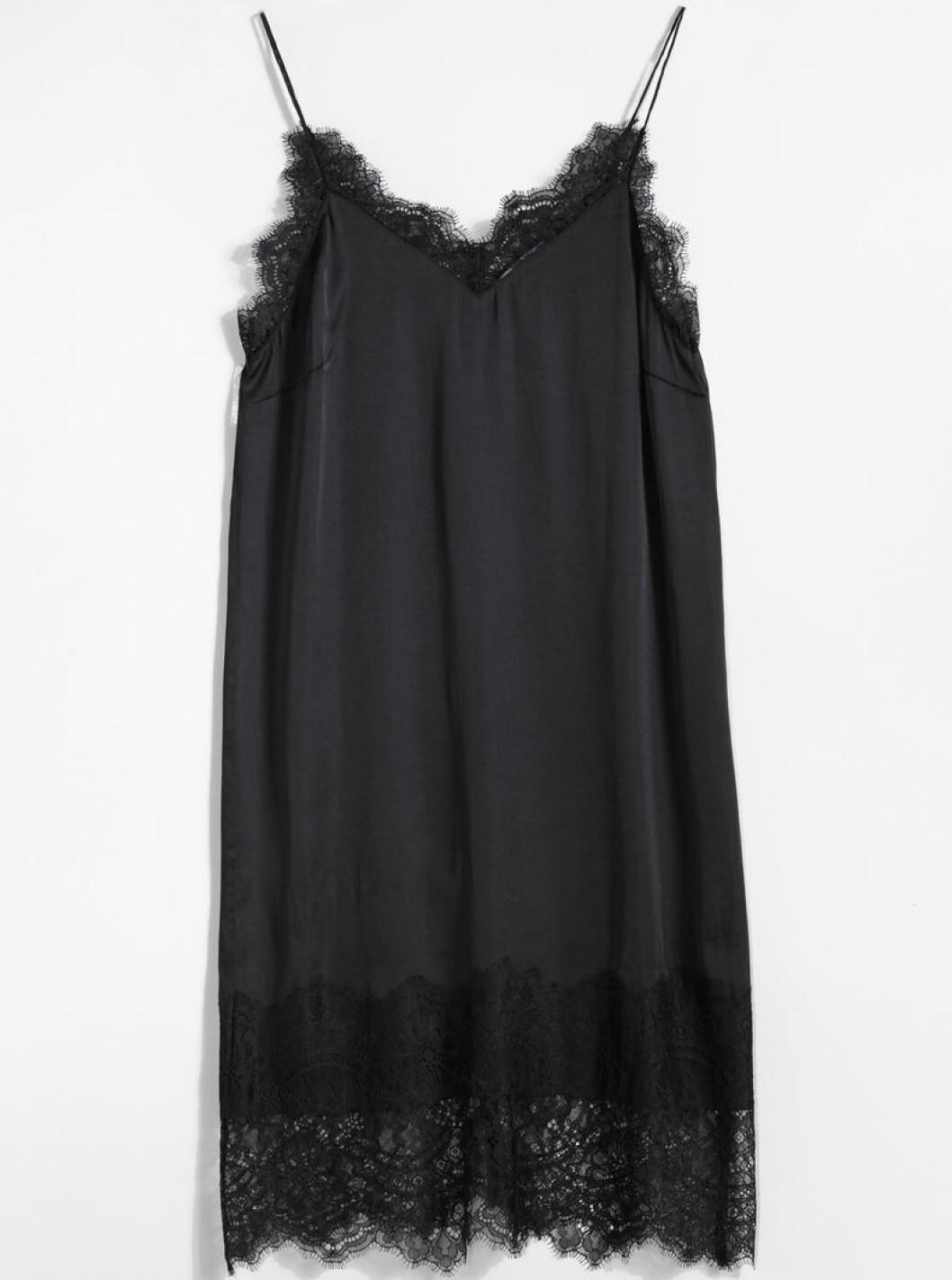 spetsklänning gina tricot