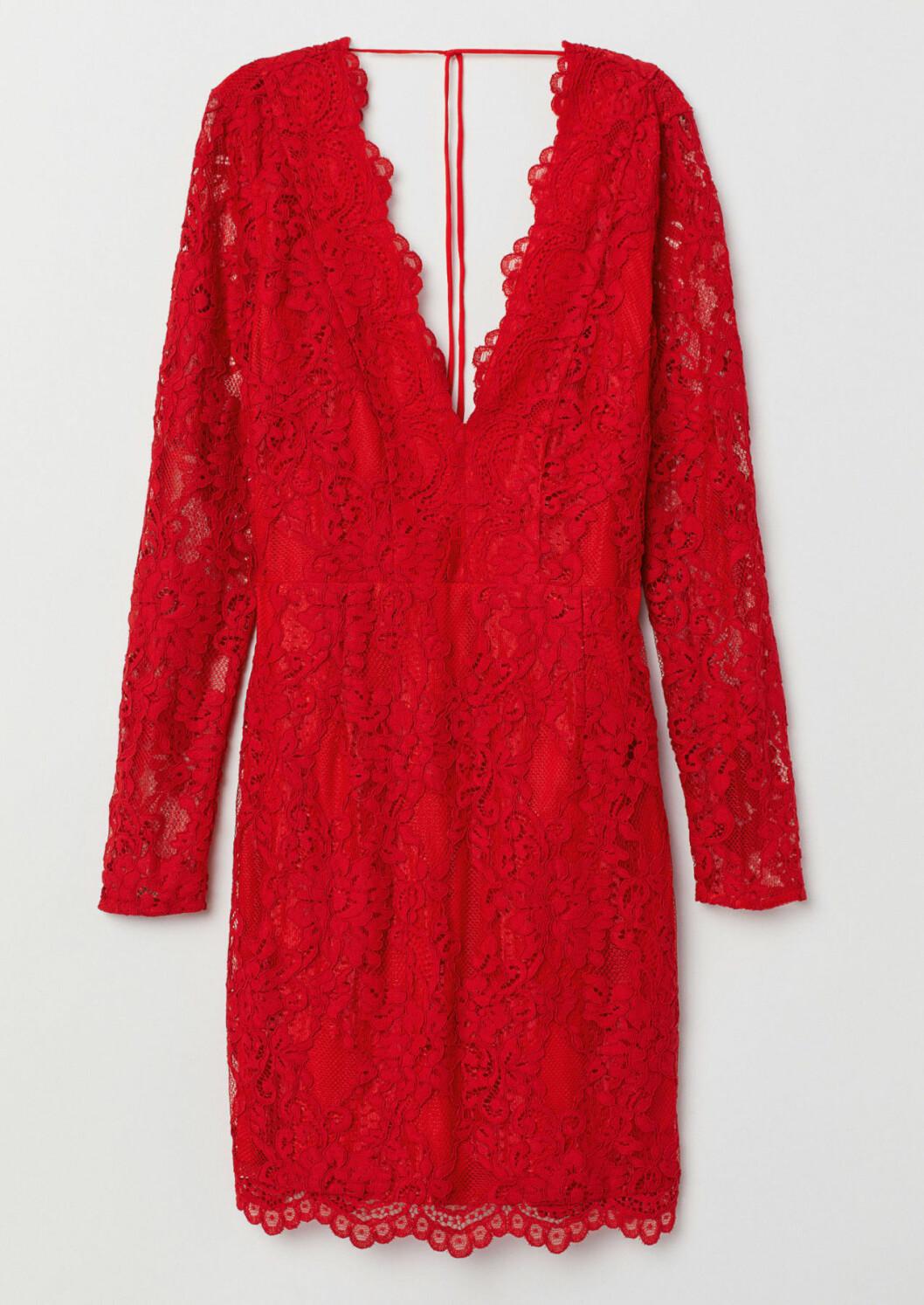 Röd spetsklänning till julfesten