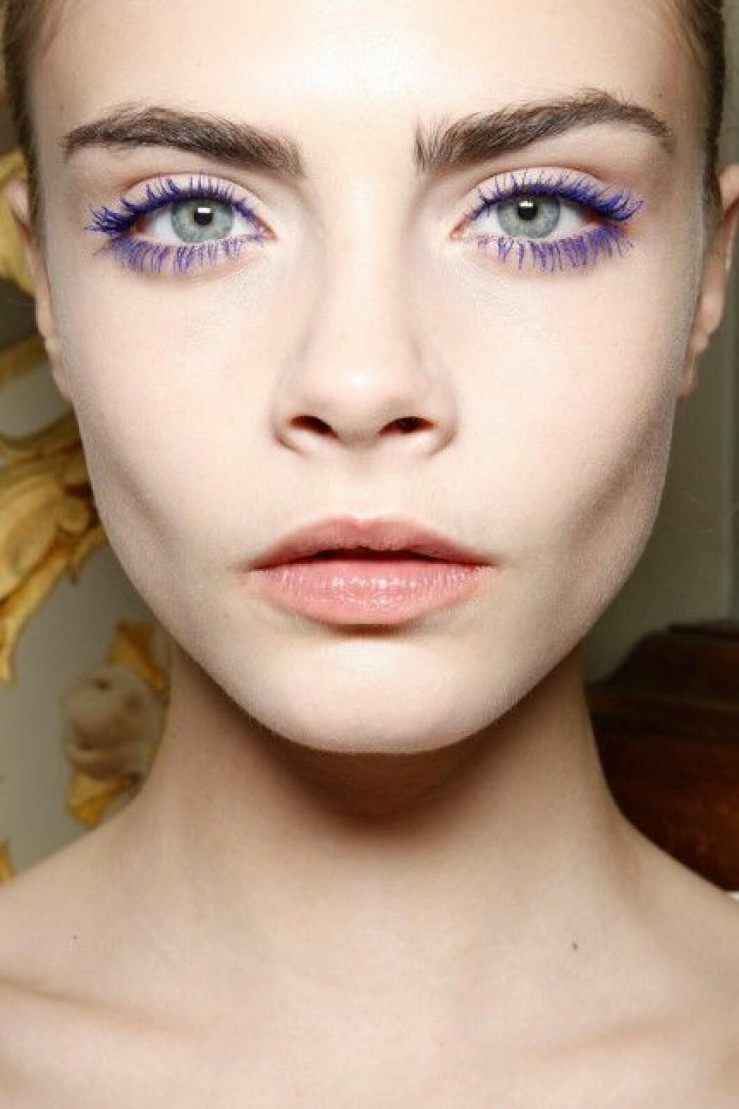 Blå mascara syntes på Stella McCartneys visning för hösten/vintern 2012.